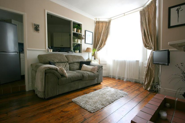 Thumbnail Flat to rent in Feversham Crescent, York