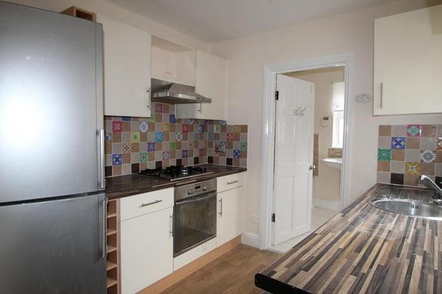 Thumbnail Flat to rent in Queens Park Road, Brighton