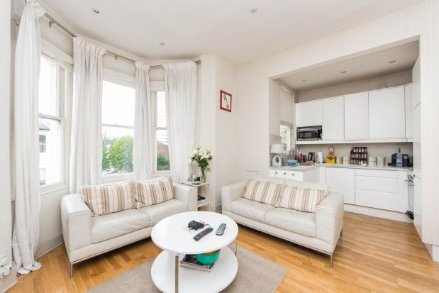 2 bed flat to rent in St. Anns Villas, London