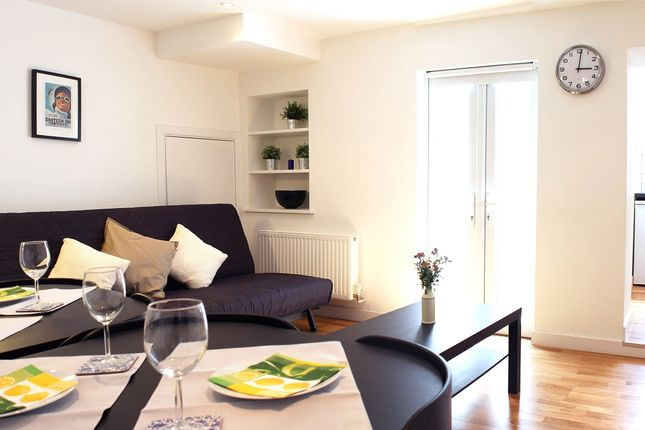 2 bed flat to rent in Rochester, London