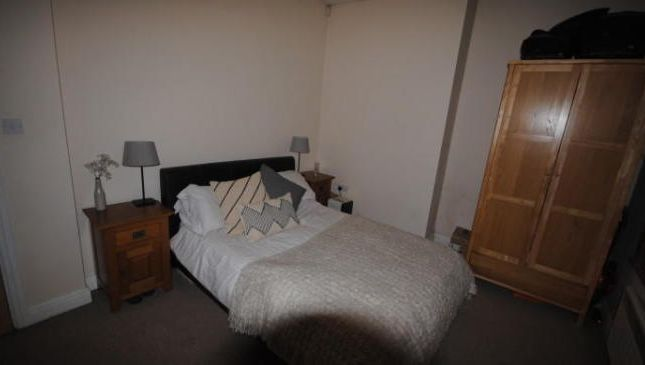 Photo 10 of Flat 1, Headingley, 38 Cardigan Road, Headingley LS6