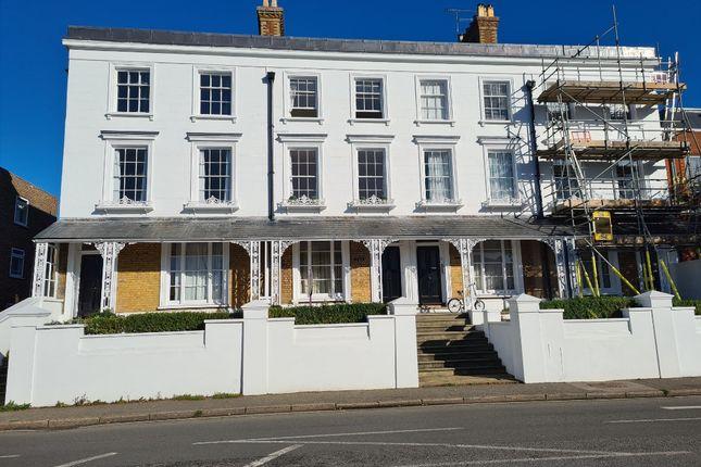 3 bed flat to rent in East Street, Farnham GU9