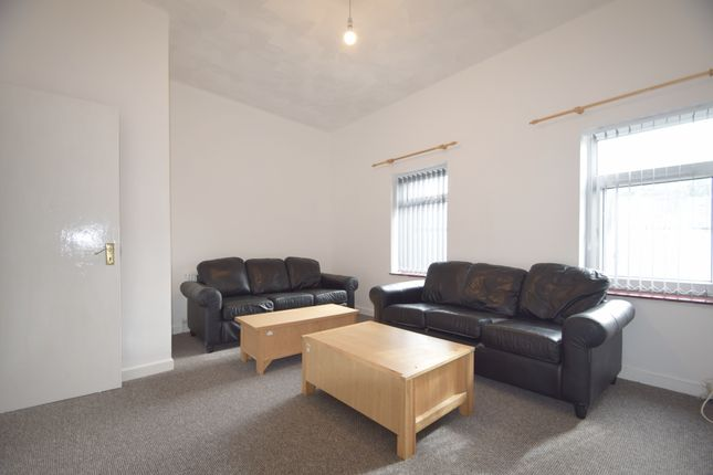 Thumbnail Duplex to rent in Moira Place, Cardiff