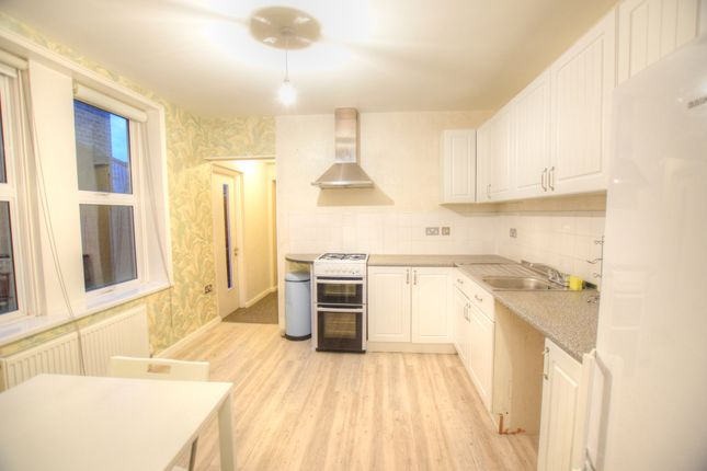 Thumbnail Flat to rent in Mayfair Avenue, Cranbrook, Ilford