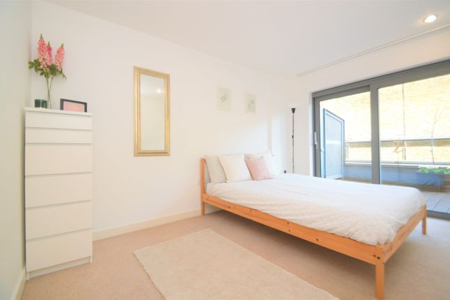 Thumbnail Flat for sale in Royal Carriage Mews, London