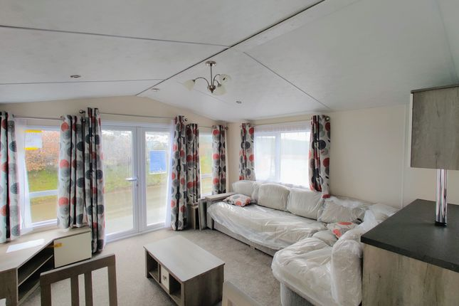 Thumbnail Mobile/park home for sale in Greenfields Holiday Park, Nr. Llangranog