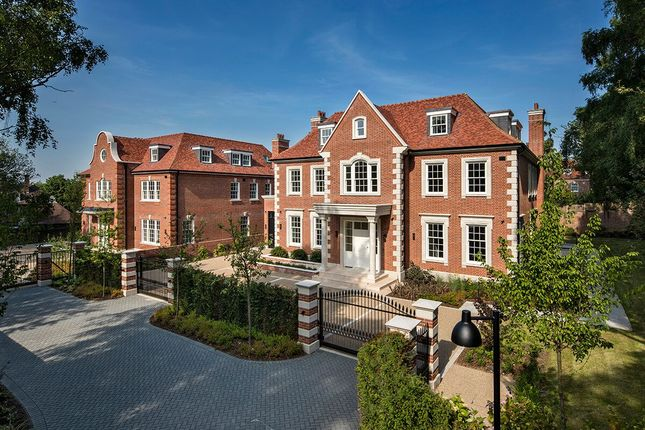 Detached house to rent in Canons Close, London
