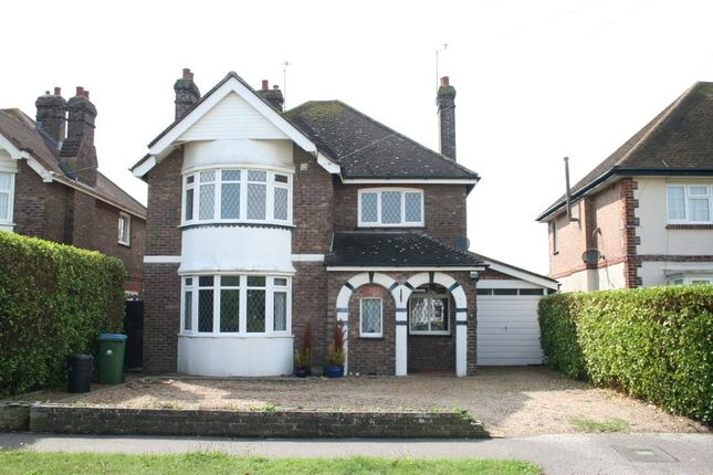 4 bed detached house to rent in Harsfold Road, Rustington, West Sussex BN16