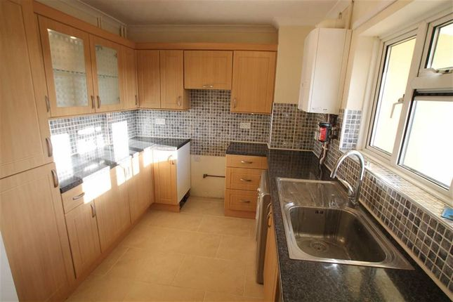 Thumbnail Flat to rent in South Oval, Northampton