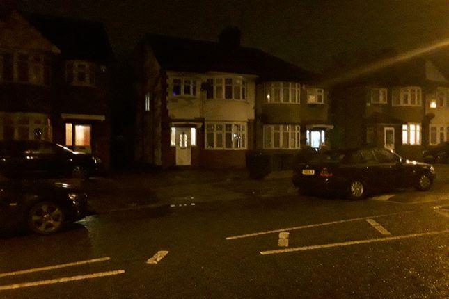 Studio to rent in Kenmore Avenue, Harrow Wealdstone HA3
