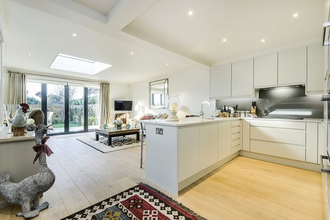Thumbnail Maisonette to rent in Peterborough Road SW6, EPC B
