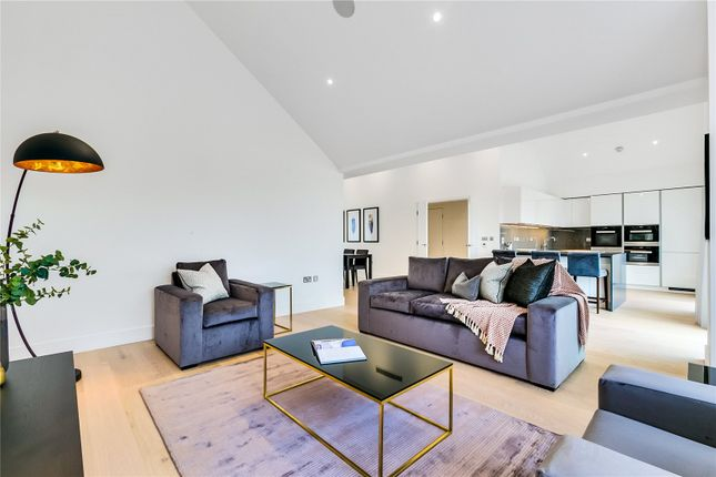 Thumbnail Flat for sale in Fulham Riverside, London