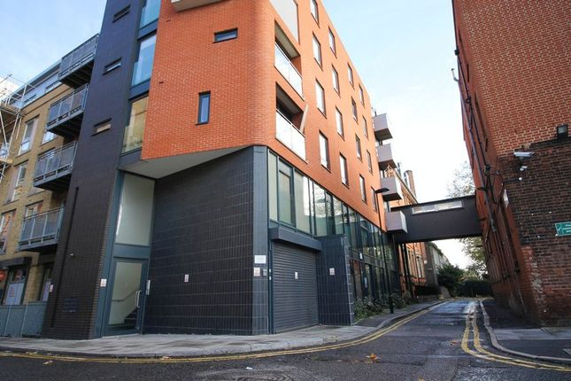 2 bed flat to rent in Tyssen Street, London E8