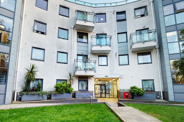 1 bed flat for sale in Hurley Court, 215 Mitcham Road, Wandsworth, Tooting SW17