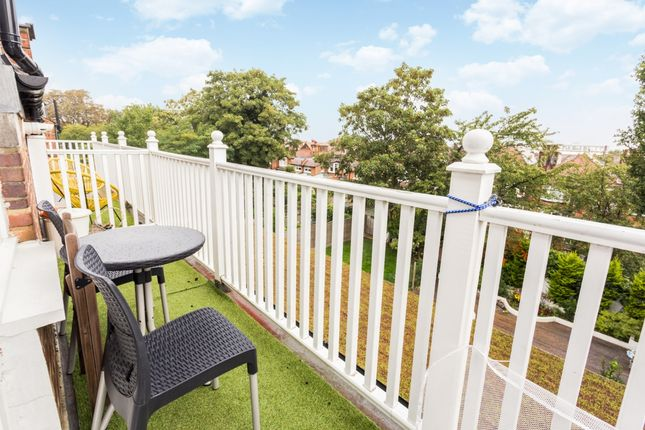 Thumbnail Flat to rent in Queens Avenue, London