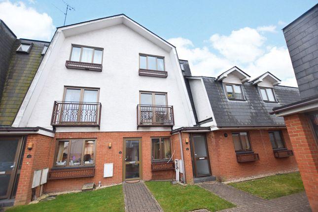 Thumbnail Maisonette to rent in Braeside, Binfield, Bracknell, Berkshire