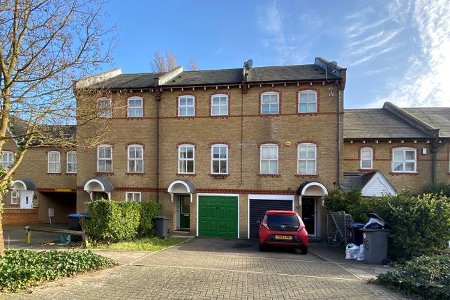 Town house for sale in Chamberlayne Avenue, Preston Road, Wembley