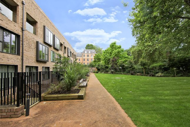 Thumbnail Flat for sale in Beckett House, Westking Place, London