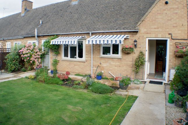 Thumbnail Bungalow for sale in Stow Road, Moreton-In-Marsh
