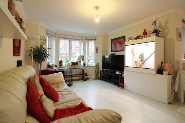 Thumbnail Flat for sale in Watling Gardens, Dunstable