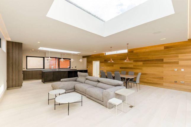 Thumbnail Flat for sale in Bell Yard Mews, London Bridge