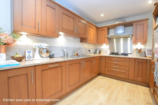 Thumbnail Detached house to rent in Ridgegate Close, Reigate
