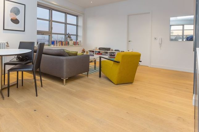 Thumbnail Flat for sale in Kent Building, London City Island
