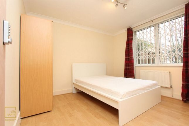 Room to rent in Regent Court, 1 North Bank, St. Johns Wood, Baker Street