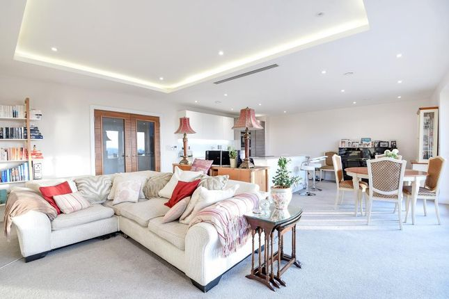 Thumbnail Flat for sale in Atwell Court, High Road, North Finchley