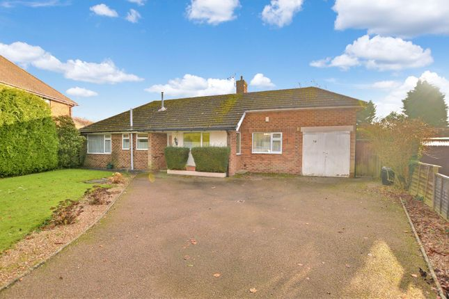 Thumbnail Bungalow to rent in Half Moon Crescent, Oadby, Leicester