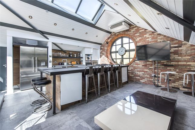 Thumbnail Maisonette for sale in Shoreditch High Street, Shoreditch, London