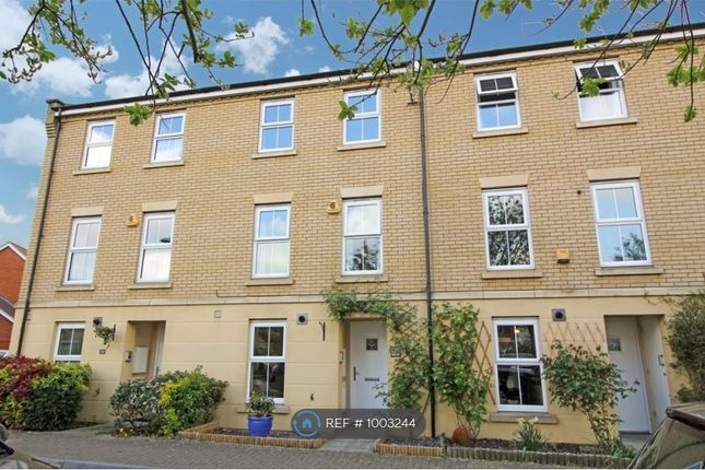 3 bed terraced house to rent in The Nave, Essex SS15