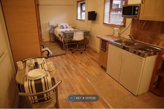 Studio to rent in Oakhill, Stoke On Trent ST4