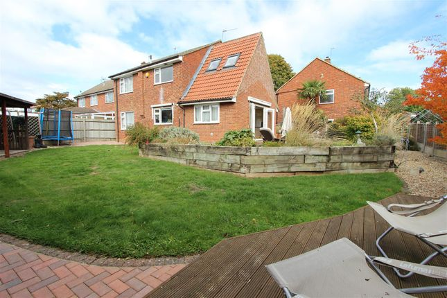 Thumbnail Detached house for sale in Malus Close, Adeyfield, Hemel Hempstead