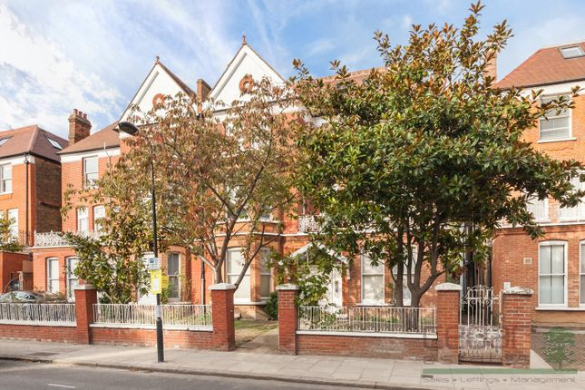 Thumbnail Flat to rent in Canfield Gardens, London