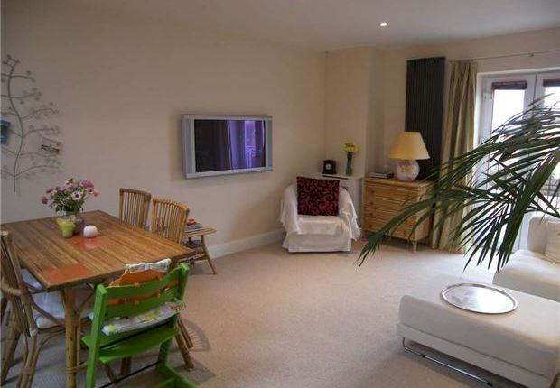 Thumbnail Flat for sale in Regal Close, Abingdon, Oxfordshire