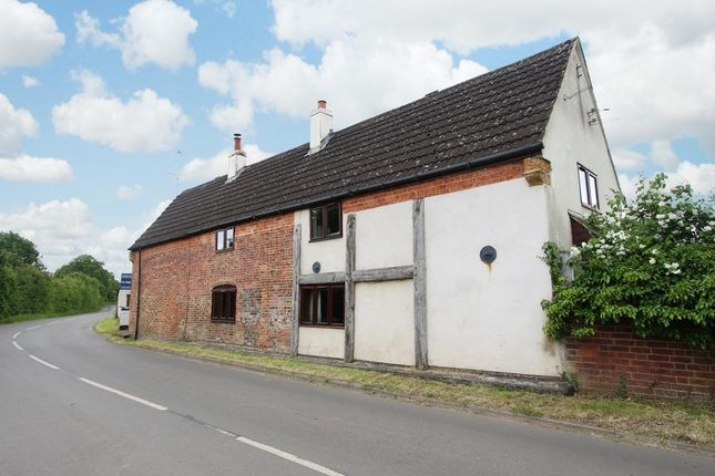 Thumbnail Country house for sale in Yelvertoft Rd, Claycoton, Nr Rugby