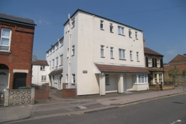 Thumbnail Flat to rent in Roff Avenue, Bedford