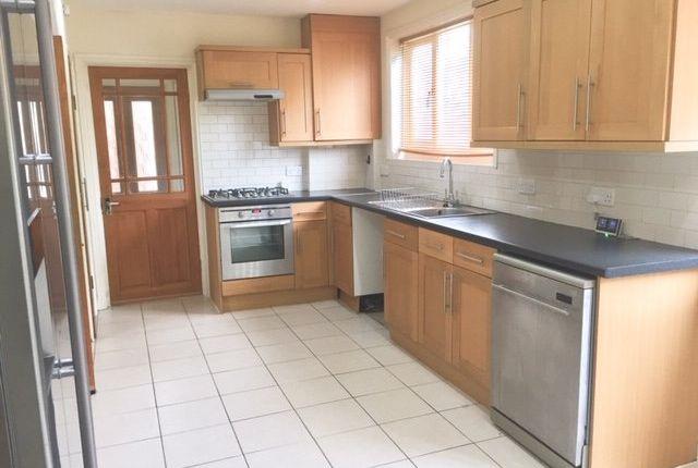 Thumbnail Semi-detached house to rent in Farnborough Avenue, Selsdon, South Croydon