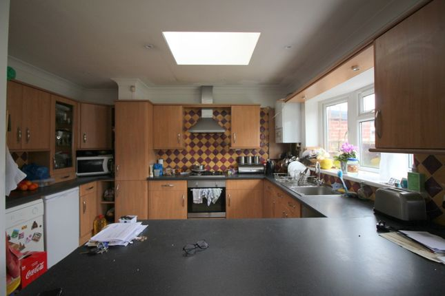 Thumbnail Terraced house to rent in Kingswood Road, Seven Kings