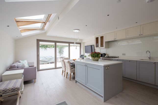 Thumbnail Town house to rent in Alderville Road, London