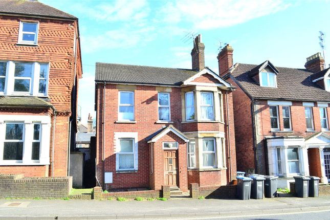 Thumbnail Flat to rent in East Grinstead, West Sussex