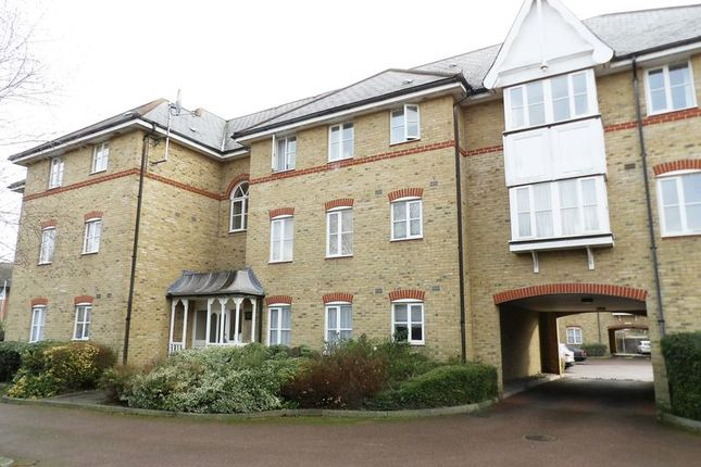 Thumbnail Flat for sale in Gordon Road, Enfield