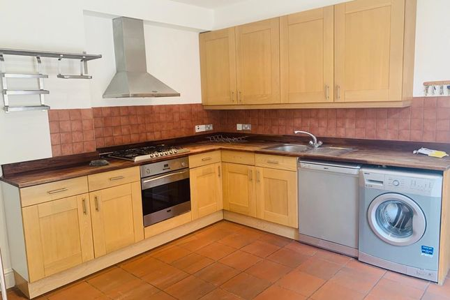Thumbnail Flat to rent in St James Drive, London