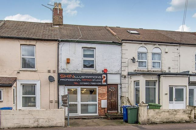 Thumbnail Flat to rent in East Street, Sittingbourne