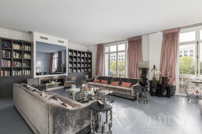 Thumbnail Apartment for sale in Paris 16th (Porte-Dauphine), 75016, France