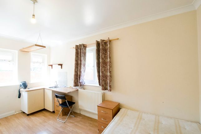 Thumbnail Property to rent in Foxglove Street, London