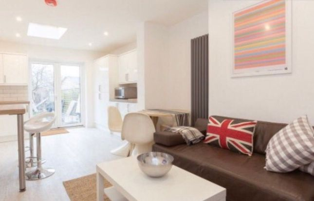 Room to rent in North Place, Mitcham