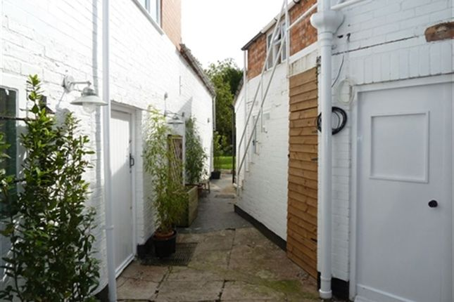 Thumbnail Flat to rent in Southgate, Sleaford, Lincs