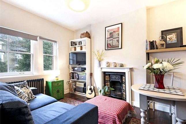 Thumbnail Maisonette to rent in Dinsdale Road, London